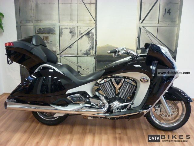 2011 VICTORY  Vision tour with 5 years warranty Motorcycle Chopper/Cruiser photo