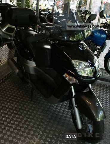 2004 Yamaha  Versity 300 Motorcycle Scooter photo