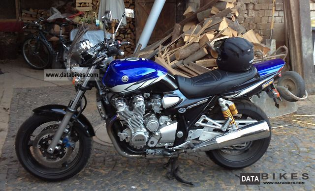 Yamaha  XJR 1300 (RP10) 2004 Naked Bike photo