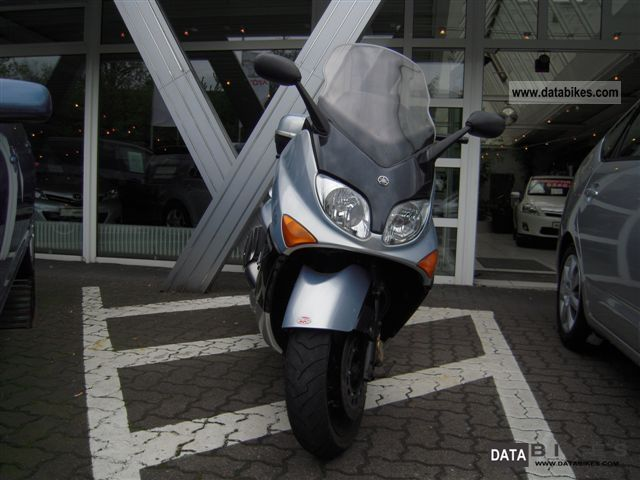 Yamaha  T-Max 2002 Scooter photo