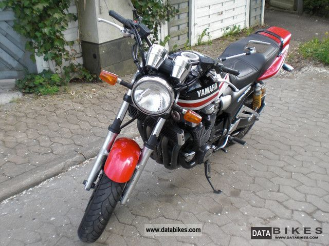 Yamaha  XJR 1300 1999 Motorcycle photo