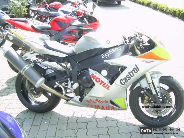 2002 Yamaha  YZF R1 Race Finish Motorcycle Racing photo