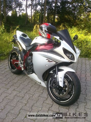 2009 Yamaha  YZF R1 Motorcycle Sports/Super Sports Bike photo