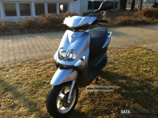 2010 Yamaha  neos Motorcycle Scooter photo