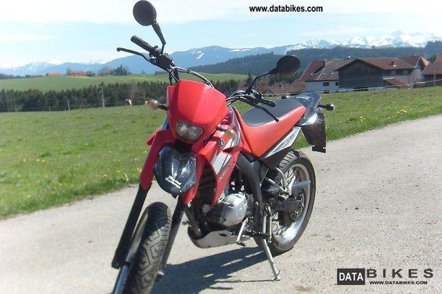 2006 Yamaha  XT125X Motorcycle Lightweight Motorcycle/Motorbike photo