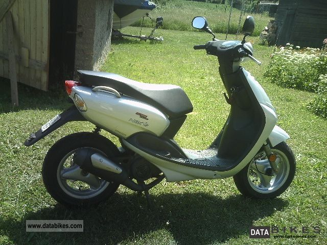 2003 Yamaha  Neos YN50 Motorcycle Scooter photo