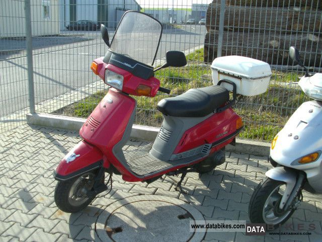 1990 Yamaha  Beluga 125 Motorcycle Scooter photo