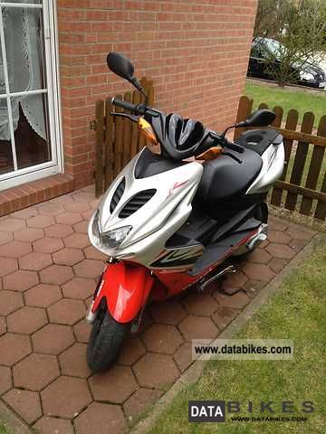 2010 Yamaha  Aerox R Motorcycle Scooter photo