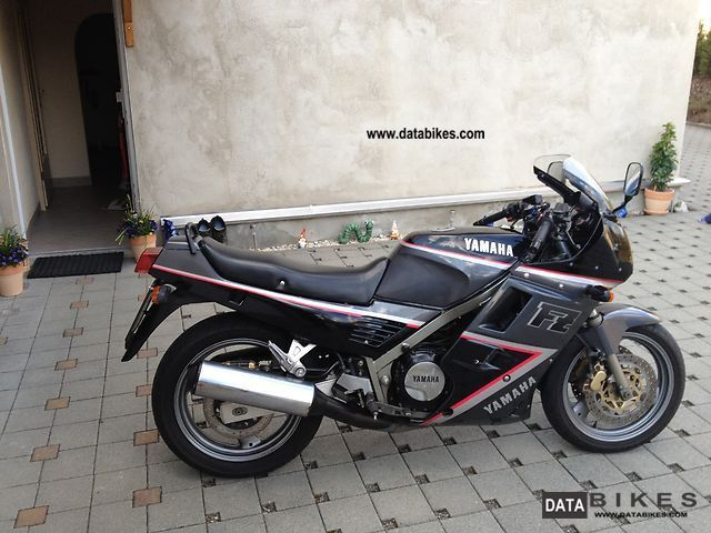 1992 Yamaha  FZ 750 Motorcycle Sport Touring Motorcycles photo