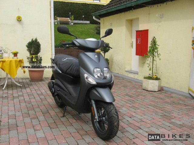 2011 Yamaha  Neos YN 50 Motorcycle Scooter photo