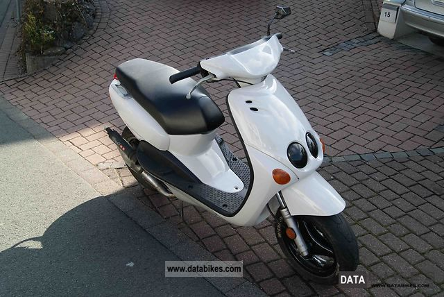 2001 Yamaha  Neos Motorcycle Scooter photo