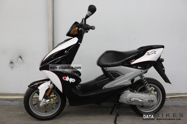 2011 Yamaha  NITRO LIMITED 50 Motorcycle Lightweight Motorcycle/Motorbike photo