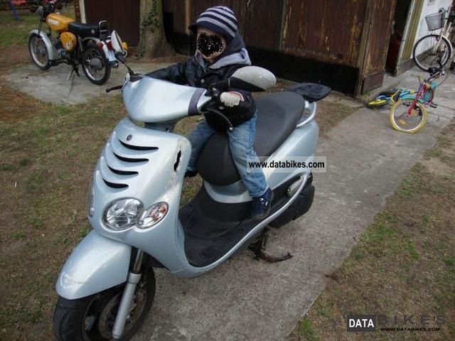 2001 Yamaha  XN 125 Motorcycle Scooter photo