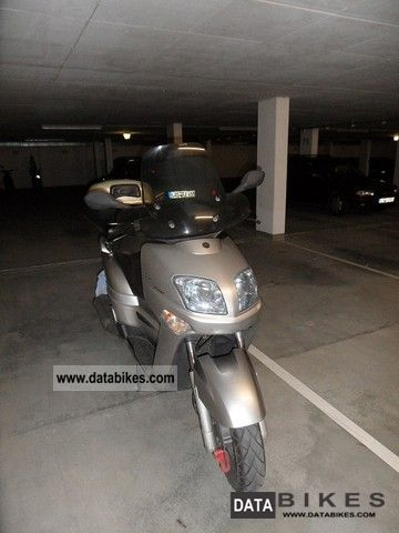 Yamaha  VP 300 2005 Scooter photo