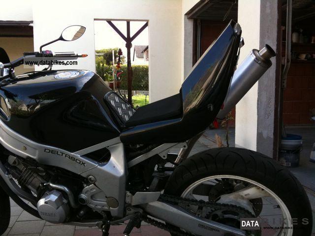 1991 Yamaha  FZR Motorcycle Streetfighter photo
