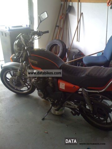 1982 Yamaha  4V8 Motorcycle Naked Bike photo