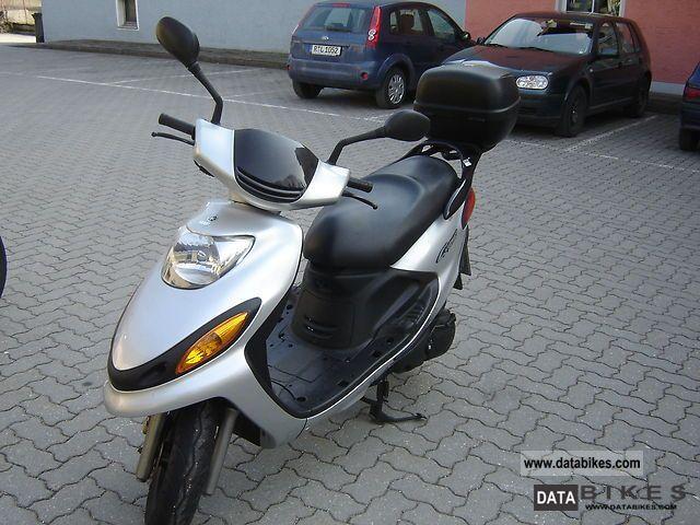 2001 Yamaha  125 Cygnus Motorcycle Scooter photo
