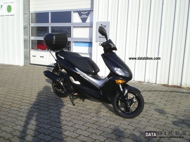 2001 yamaha xq 125 maxster with topcase. Black Bedroom Furniture Sets. Home Design Ideas