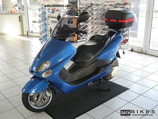2005 Yamaha  MBK Skyliner 125 (SE06/YP125E) Motorcycle Scooter photo