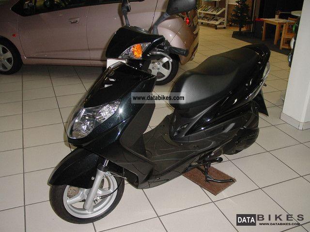 2011 Yamaha  Cygnus Motorcycle Scooter photo