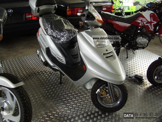 2011 Zhongyu  ZY125T-2 Motorcycle Scooter photo