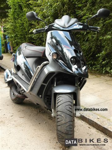 2000 Malaguti  F12 Phantom 100 Motorcycle Scooter photo