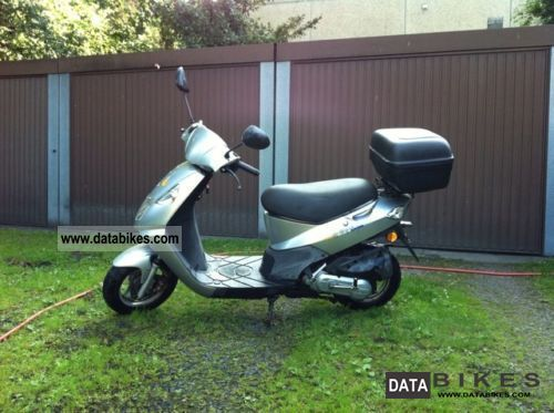 2004 Daelim  Cordi Motorcycle Scooter photo