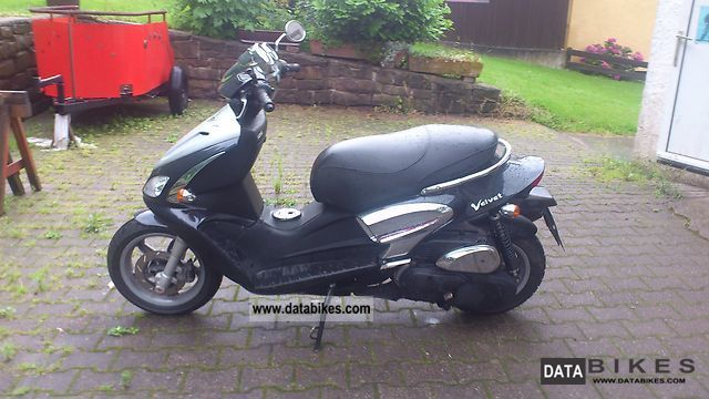 1999 Benelli  Velvet 125 Motorcycle Scooter photo