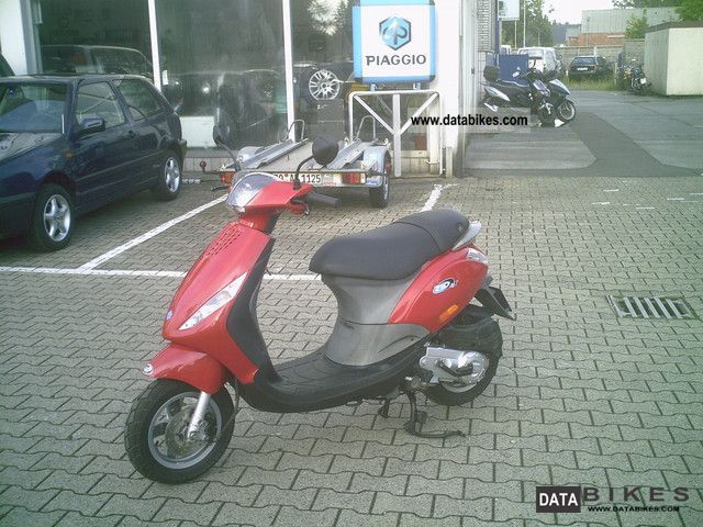 2007 Piaggio  Zip 45 km / h or moped Motorcycle Scooter photo