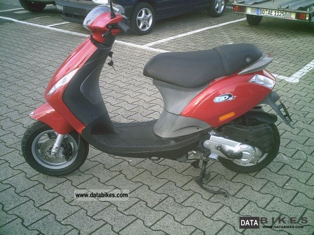 2007 piaggio zip 45 km h or moped. Black Bedroom Furniture Sets. Home Design Ideas