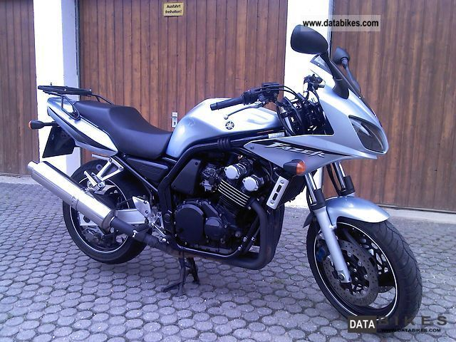 2004 Yamaha  FZS 600 Fazer Motorcycle Sport Touring Motorcycles photo