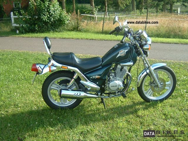 2001 Daelim  VS 125 F Motorcycle Chopper/Cruiser photo
