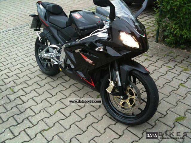 2011 Aprilia  Rs 125 Motorcycle Lightweight Motorcycle/Motorbike photo