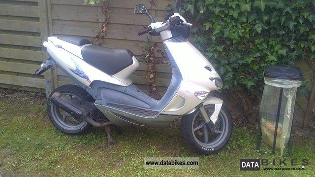 1999 Aprilia  SR Motorcycle Scooter photo