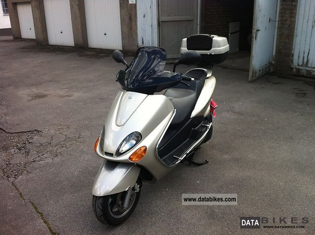 2001 MBK  Skyline 125 Motorcycle Scooter photo