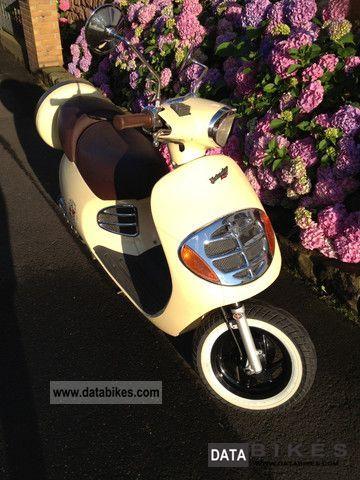 2001 Malaguti  Yesterday Motorcycle Scooter photo