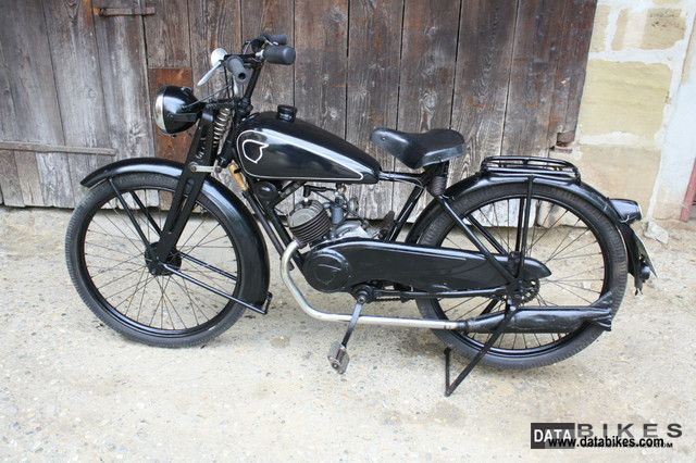 NSU  Quick Bj1949 Restored circuit with thumb! 1949 Vintage, Classic and Old Bikes photo