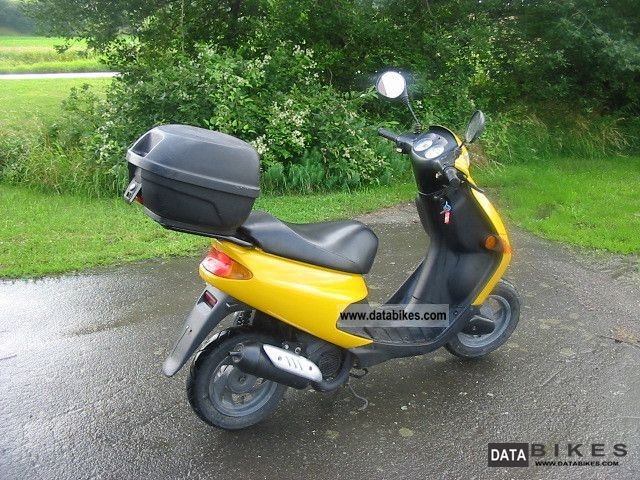 2004 peugeot zenith scooter moped 25 km h. Black Bedroom Furniture Sets. Home Design Ideas