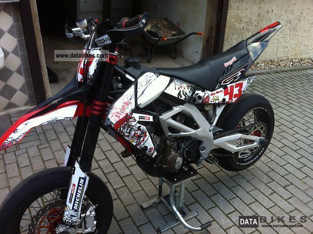 2008 Aprilia  SXV 550 Motorcycle Super Moto photo