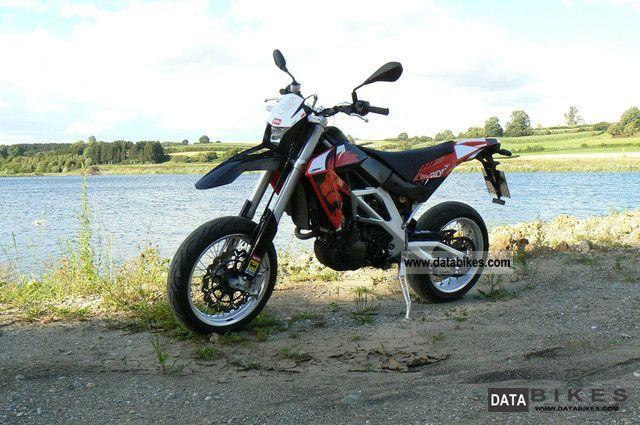 2009 Aprilia  SXV 450 Motorcycle Super Moto photo