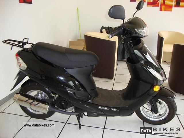 2007 Other  49 cc scooter in black with only 1200 KM Vers Motorcycle Scooter photo