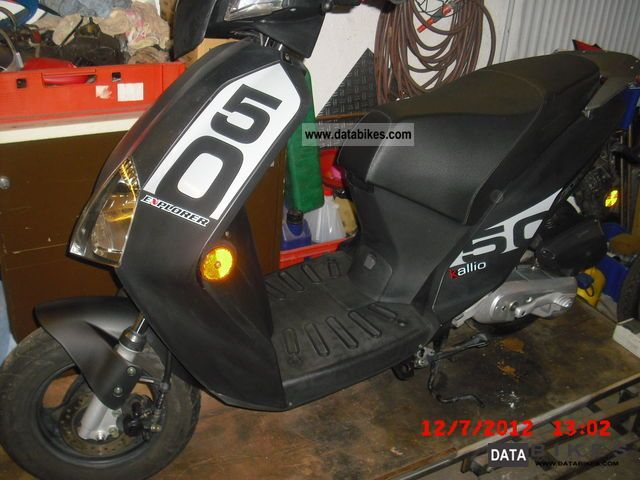 2010 Explorer  B58 Motorcycle Scooter photo