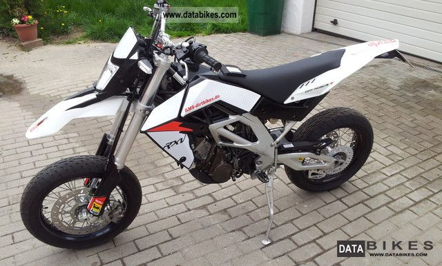 2010 Aprilia  RXV 450 Motorcycle Super Moto photo