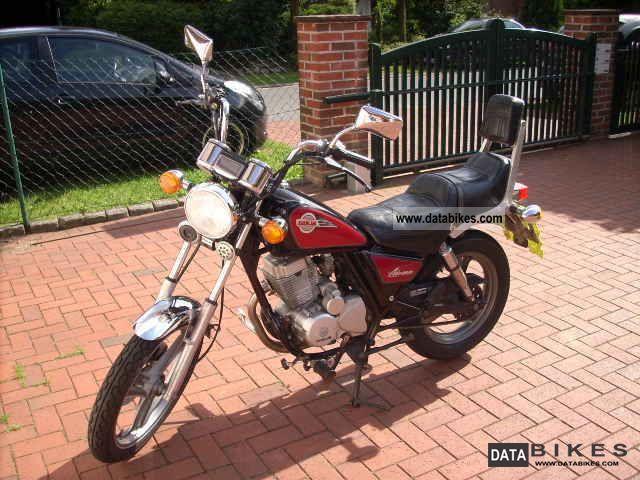 1996 Daelim  VC 125 Motorcycle Chopper/Cruiser photo