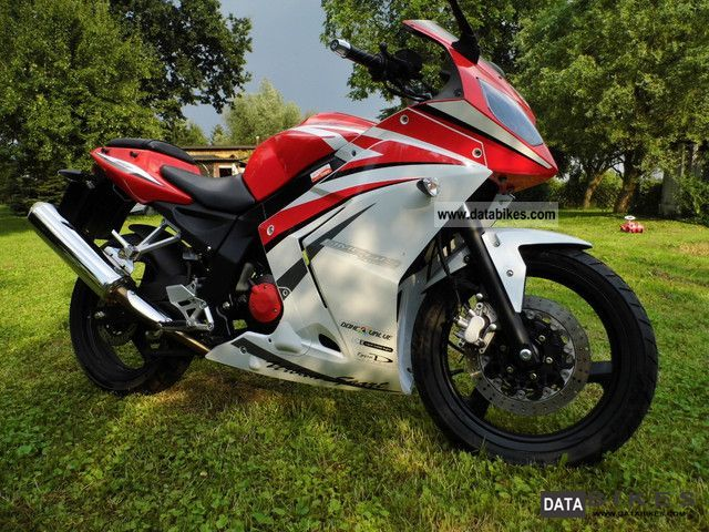 2010 Daelim  Roadwin 250 RF I Motorcycle Sports/Super Sports Bike photo