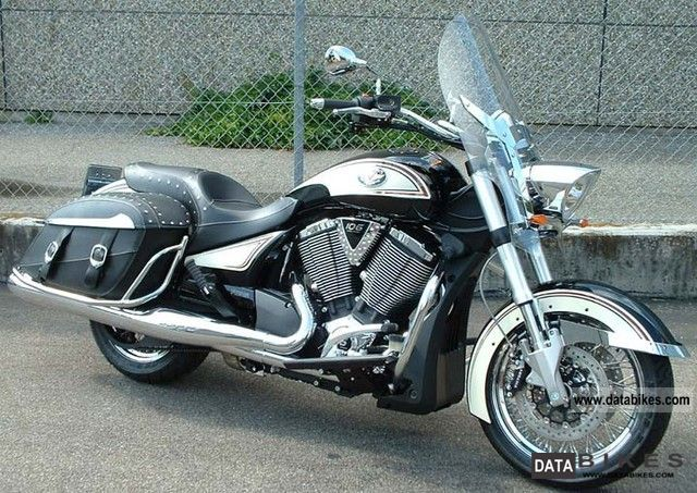 2012 VICTORY  Cross-Roads Classic LE Motorcycle Tourer photo