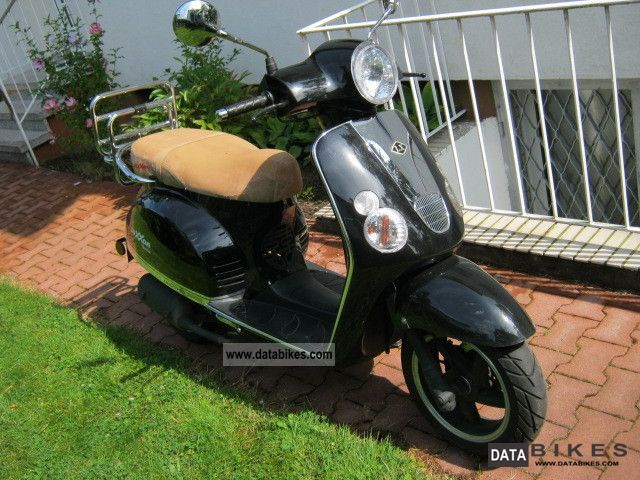 2011 Baotian  LUXXON Suivo 50 Motorcycle Scooter photo