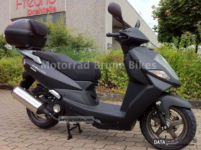 Daelim  Otello 125 FI ``` Midnight with top case / / ACTION! 2012 Scooter photo