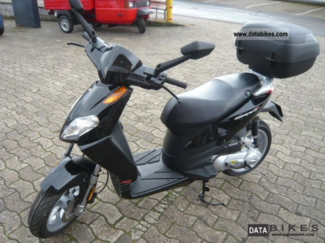 2010 Aprilia  Sportcity 50cc 2T Motorcycle Scooter photo