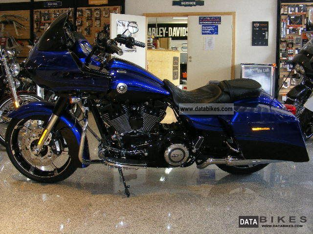 2012 Harley Davidson Screaming Eagle http://databikes.com/infophoto/harley_davidson/fltrxse_screaming_eagle_road_glide-2012.html